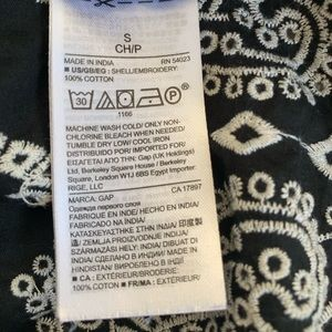 GAP Tops - GAP eyelet embroidered black & white top